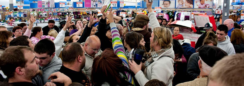 Толпа людей в вашем магазина на Чёрную пятницу